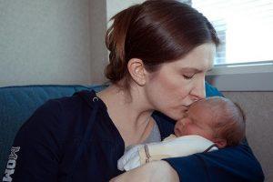 bebê recém nascido e sua mãe