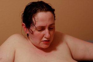 mulher no parto normal